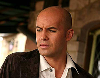 Billy Zane to lead a group of people to battle zombies