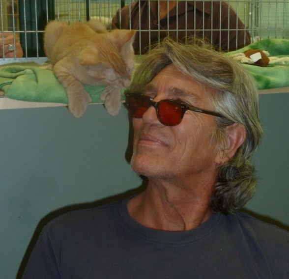 Eric Roberts visits Petopia Animal Rescue – PHOTOS