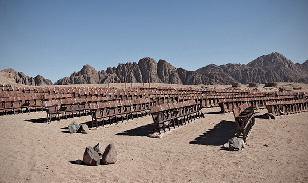 Abandoned cinema theater in Egyptian desert – PHOTO